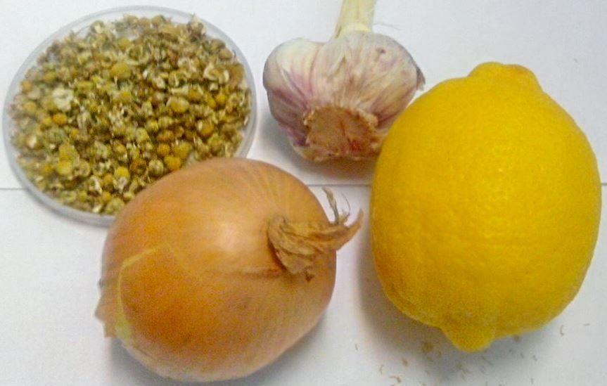 Přírodní zázraky proti nachlazení - heřmánek, česnek, citron, cibule
