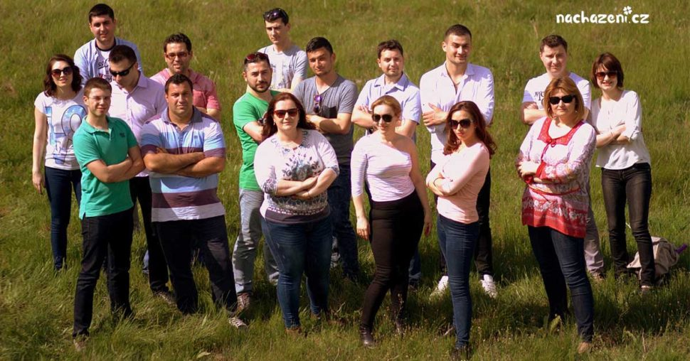 Každý člověk je vněčem skvělý, však se podívejte natuhle skupinku lidí. Opravdu si musíme závidět?