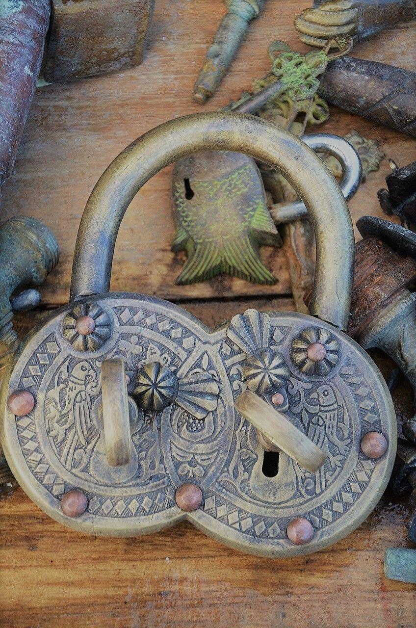 Dvojitý zámek se dvěma klíči ilustruje Metodu odemčení dvojitého zámku pro sebepřijetí